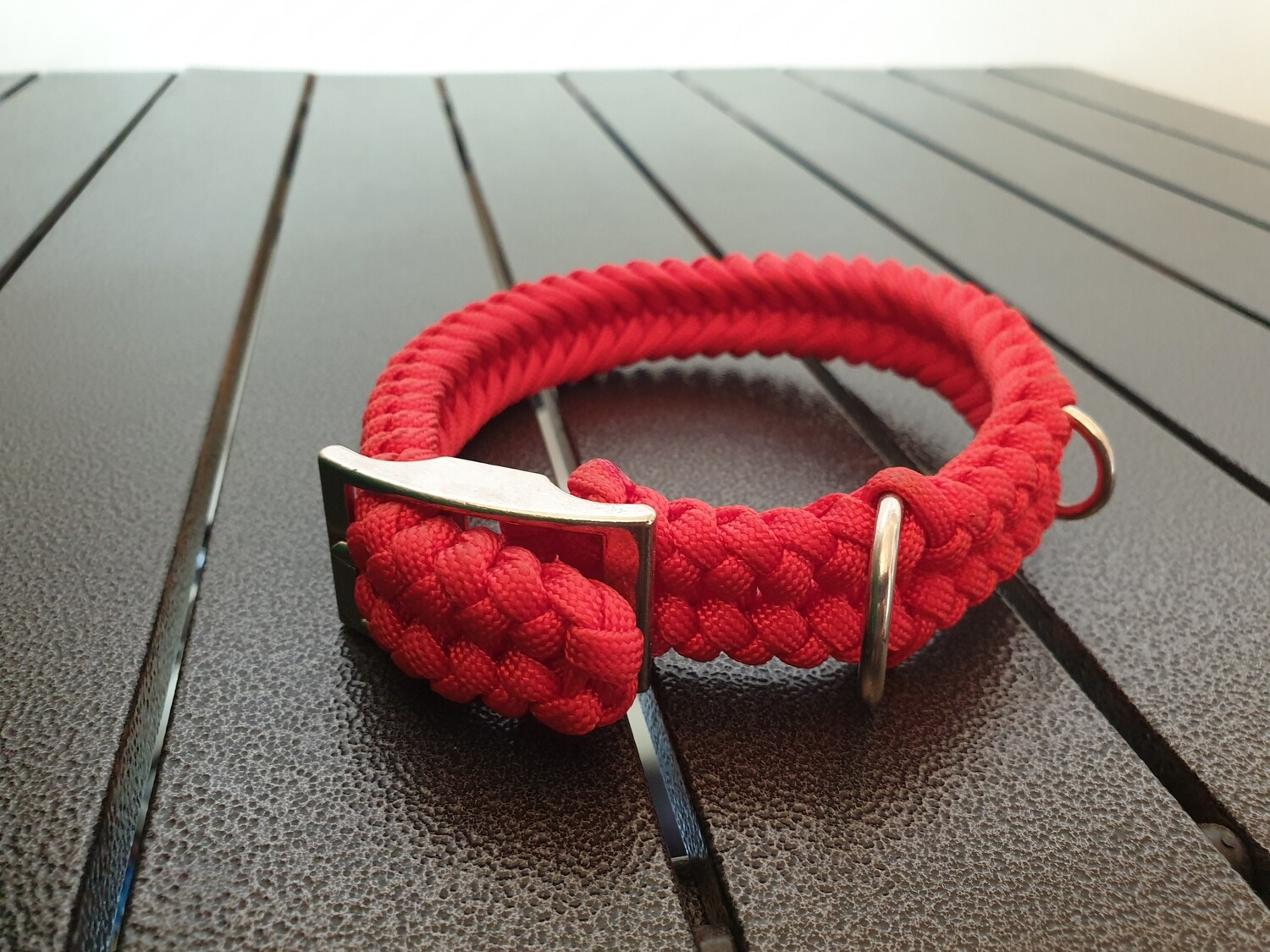 Red small collar