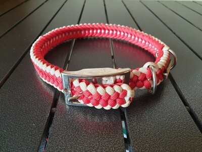 Red and White Medium Collar
