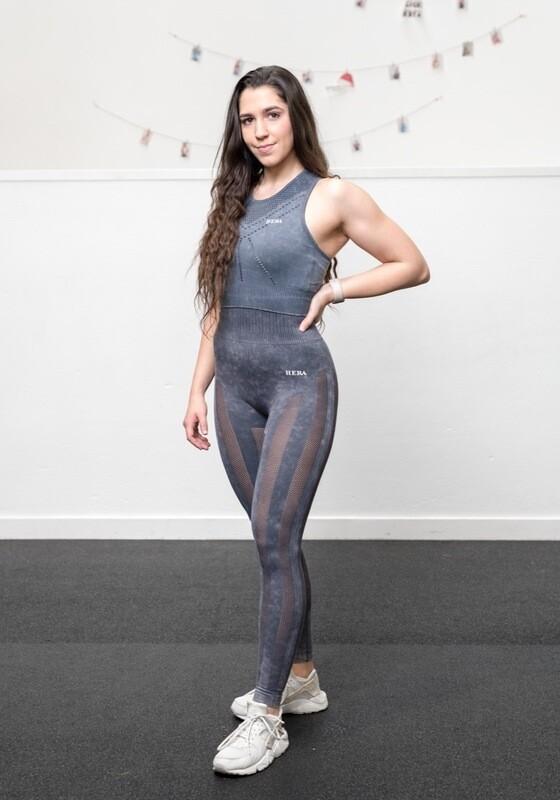 NAVIA leggings features strategic cut