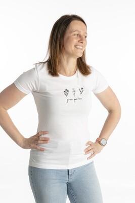 White t-shirt grow positive
