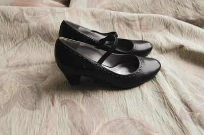 Ecco heels size 37