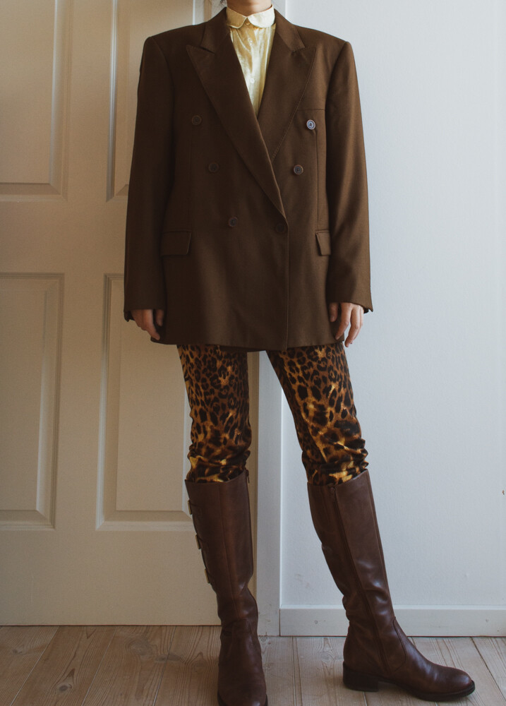 Oversize retro brown blazer