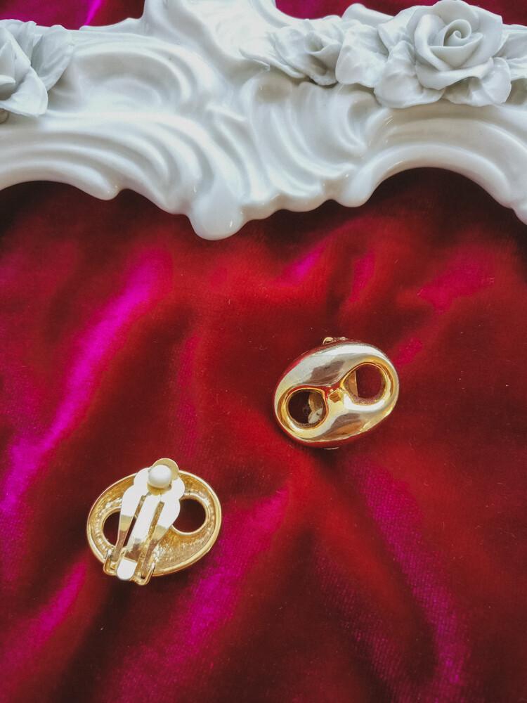 Retro golden clips