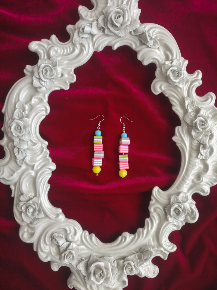 Color beads earrings