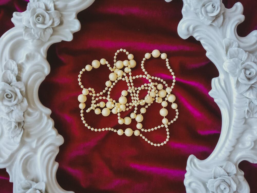 Retro cream white beads necklace
