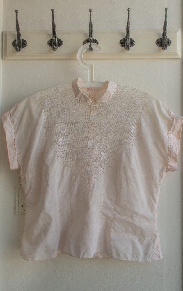 Retro lace shirt