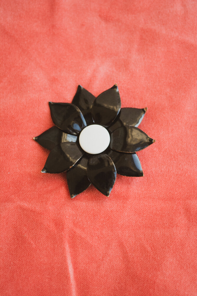 Retro metal black flower brooch