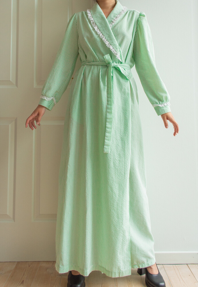 Light green robe M/L