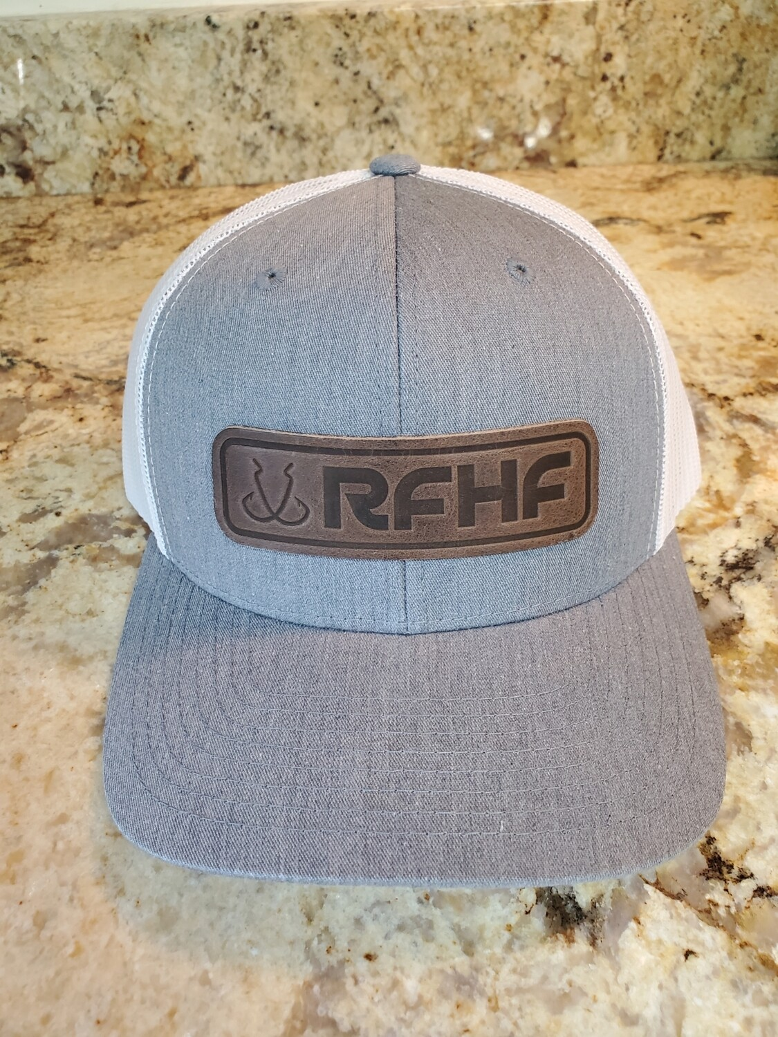 Double hook logo/leather patch on heather grey_white