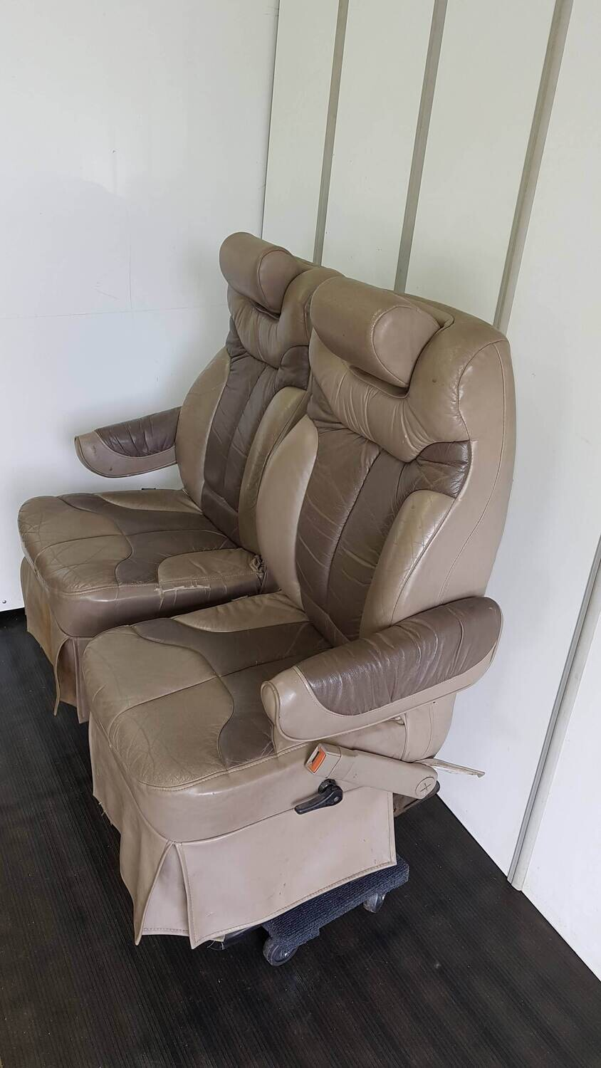 Pair of Swivel Seats for RVs