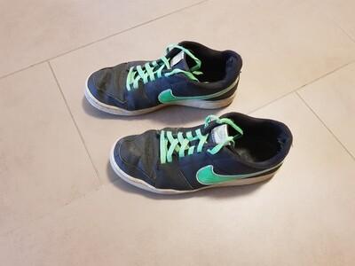 La paire de chaussures officielle et unique portée par Hubi lors du Badé-Dance.
