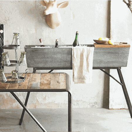 Beverage Server with Folding Legs