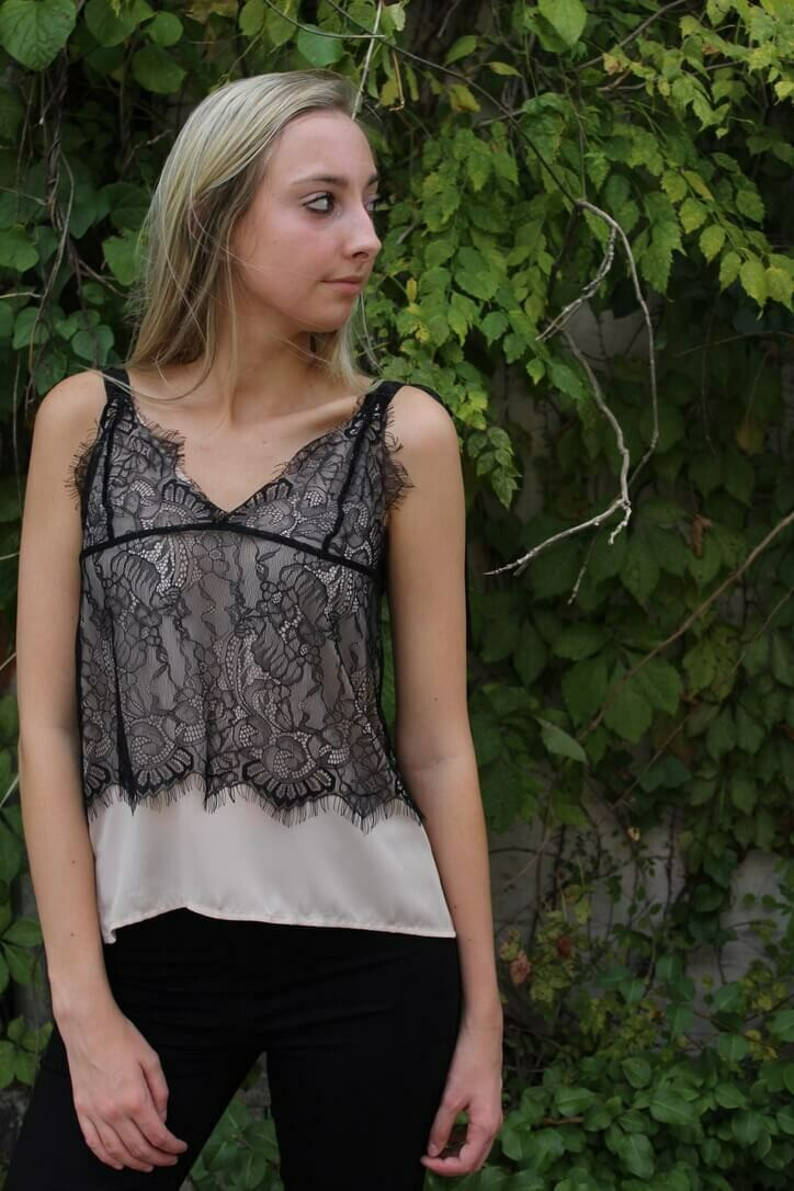 ST120 lace top blk w/nude lining