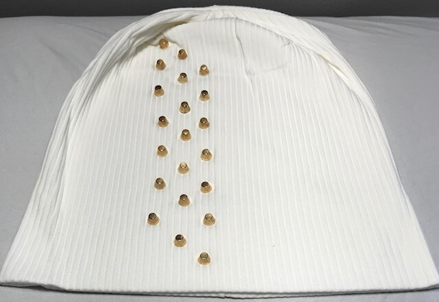 Ribbed cotton beanie w'gold metal studs - Winter White