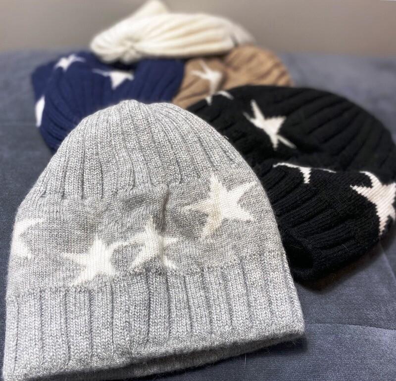 Chic short winter hat w/stars