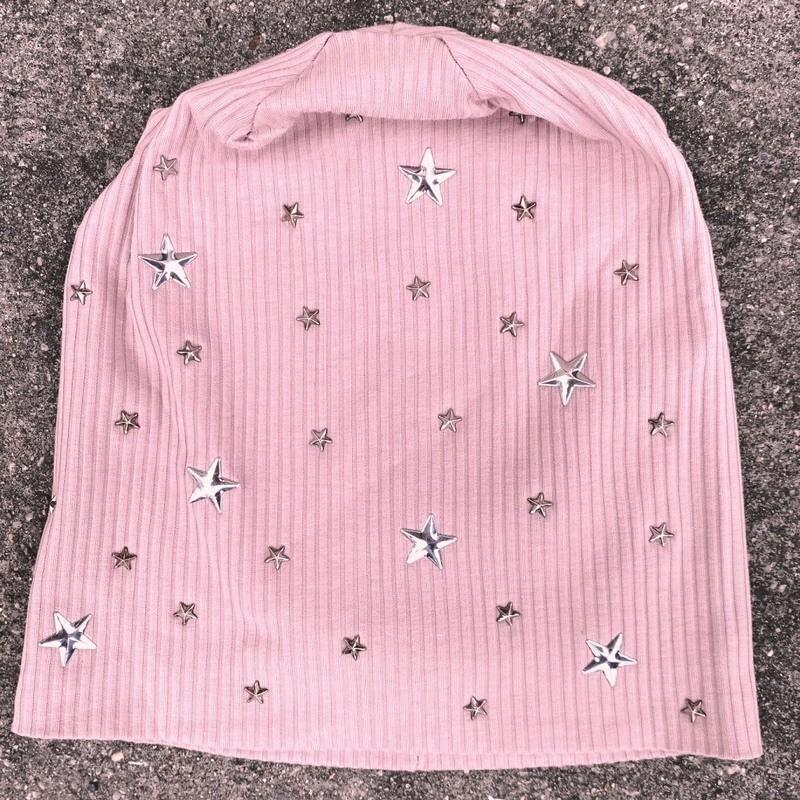 Blush ribbed beanie w/small stars