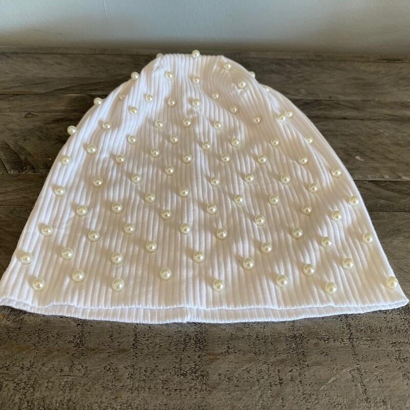 Stylish beanie w/small pearls - white