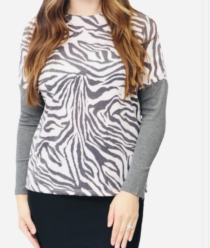 Gray/off white animal patterned top