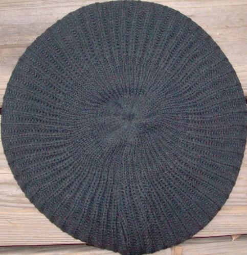 Plain lined beret black
