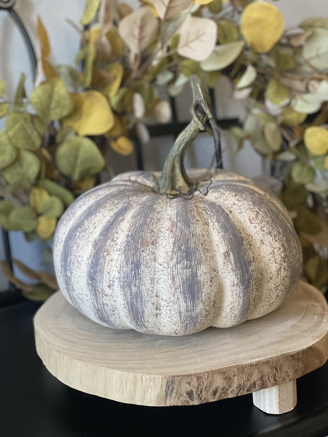 Farmhouse Pumpkin Lrg