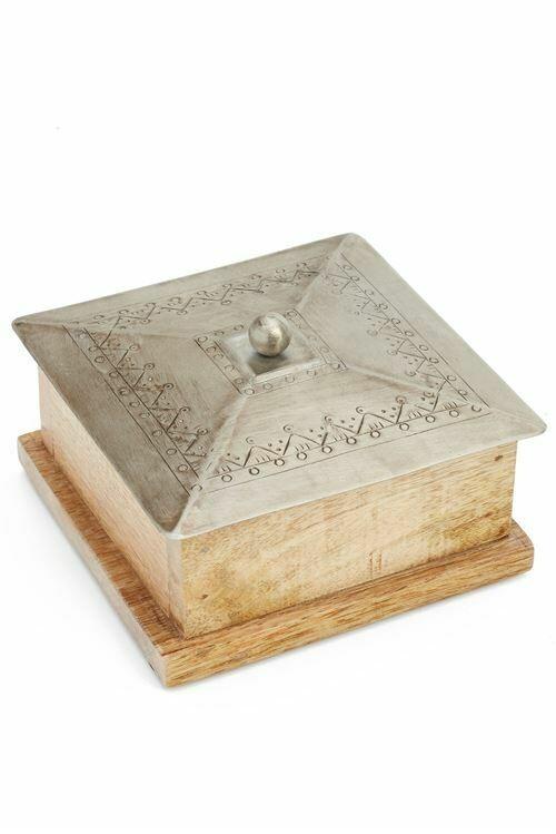 Box Wood w/ Iron Lid