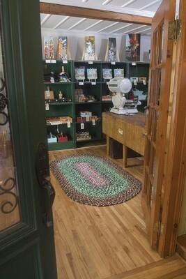 Création d'un tapis tressé à partir de tissus recyclés. COMPLET!