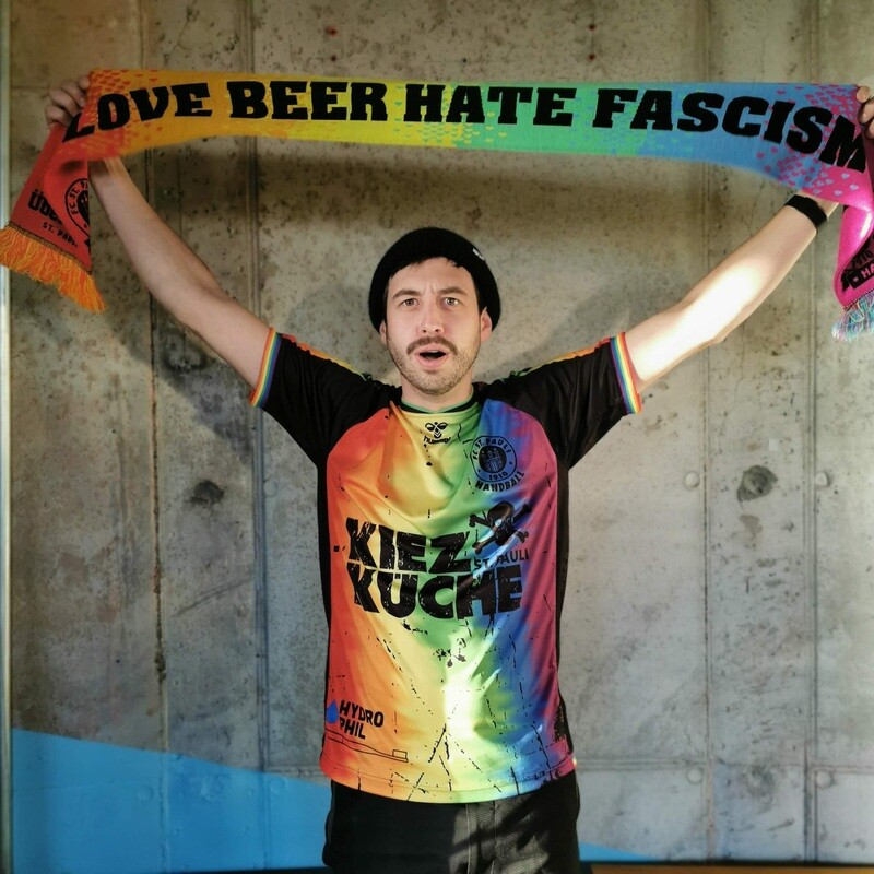 Love Beer Hate Fascism / ÜberQuell Loves St. Pauli Fanschal