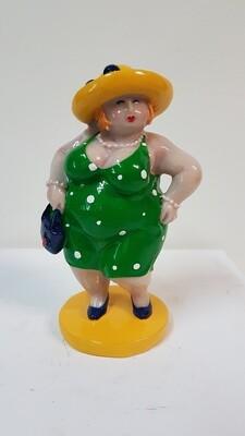 Molly Dame stehend grün