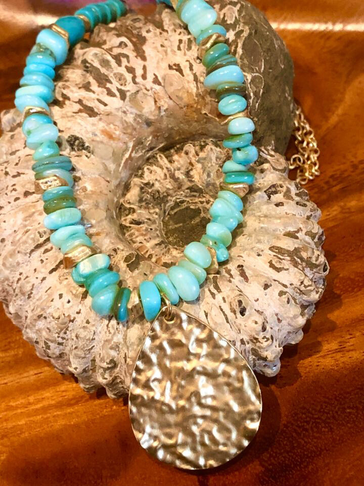 WL Abalone Shell Necklace With Gold Accent