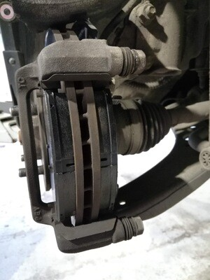Замена передних тормозных колодок