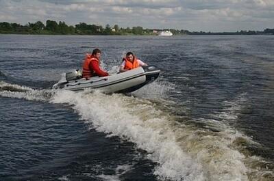 Лодка Мнев и К Кайман N-360