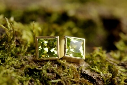 Ohrstecker mit grünem Peridot in Gold 585/000 geschmiedet