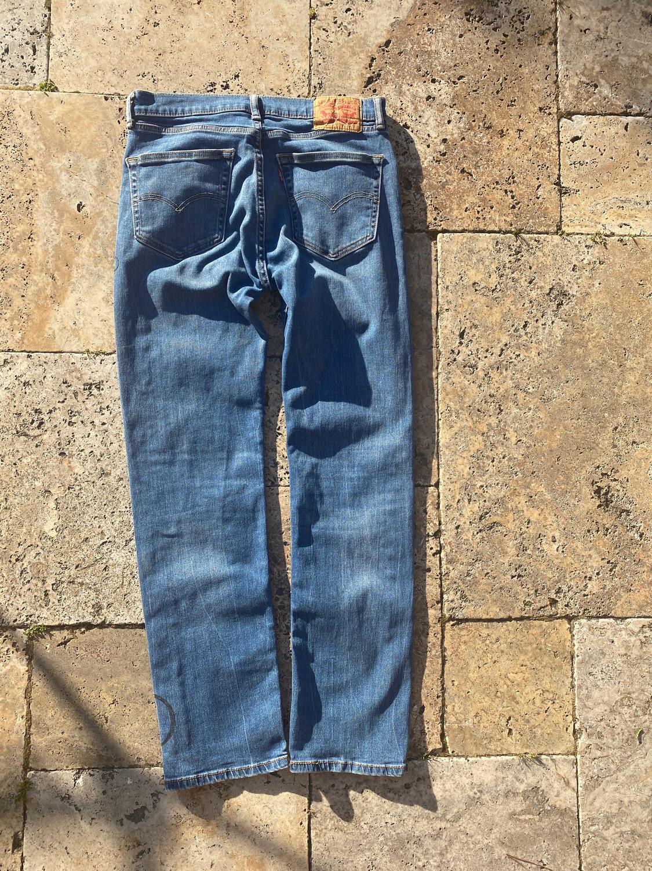 ESIAAM Levi's 32 X 32 Unique Jeans