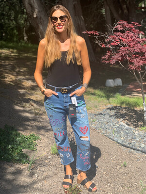 Embroidered Levis 31 Wedgie jeans