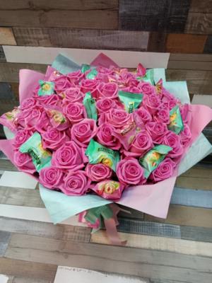 Розовые розы 51 шт. с конфетми и без.