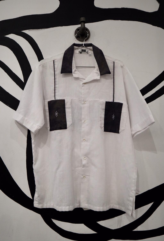 Elegante Linen Button Up - Men's Size Large