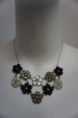 Sparkling Flowers Necklace