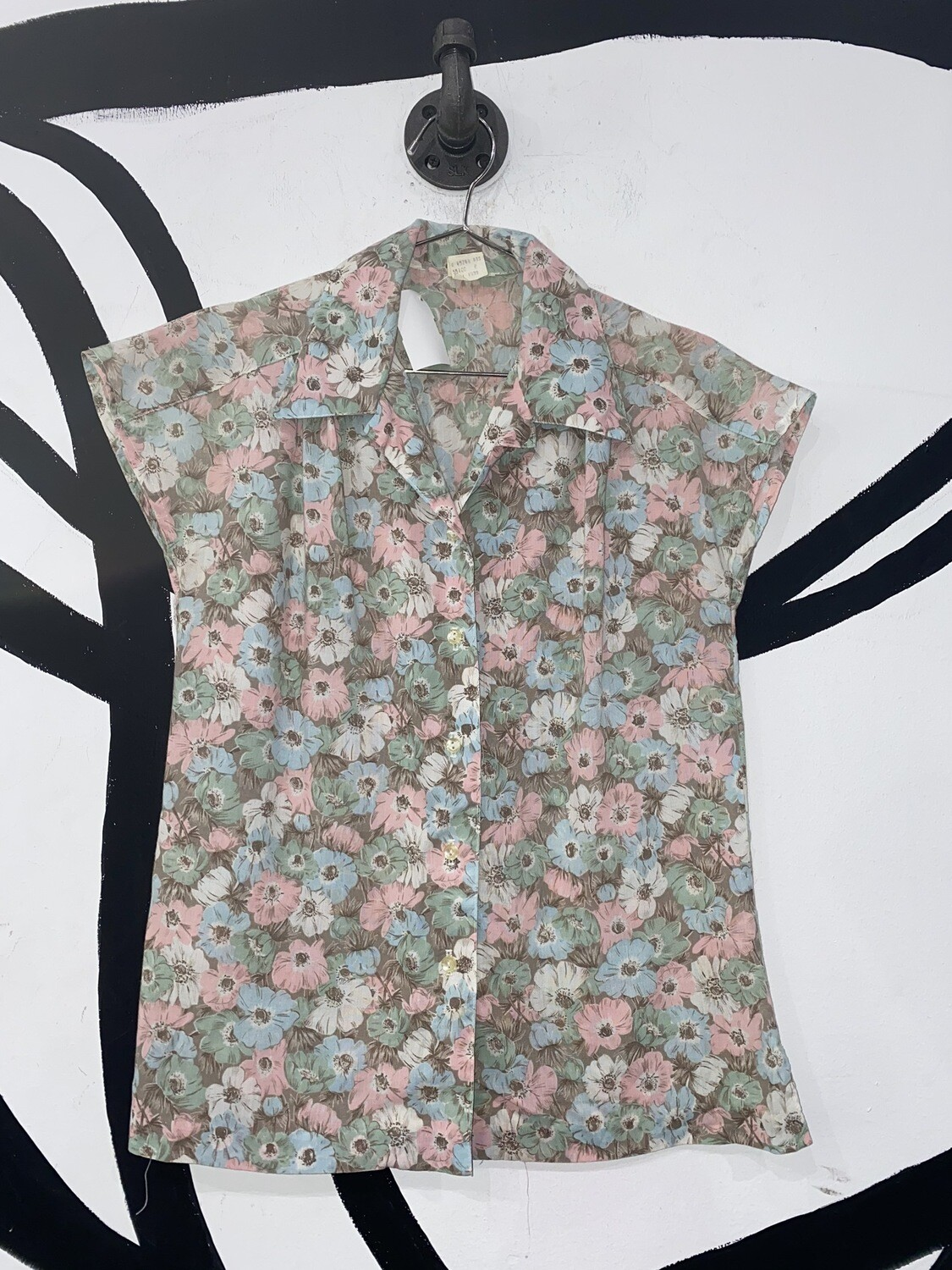 Women's Sleeveless Floral Button Up Blouse-Size 8