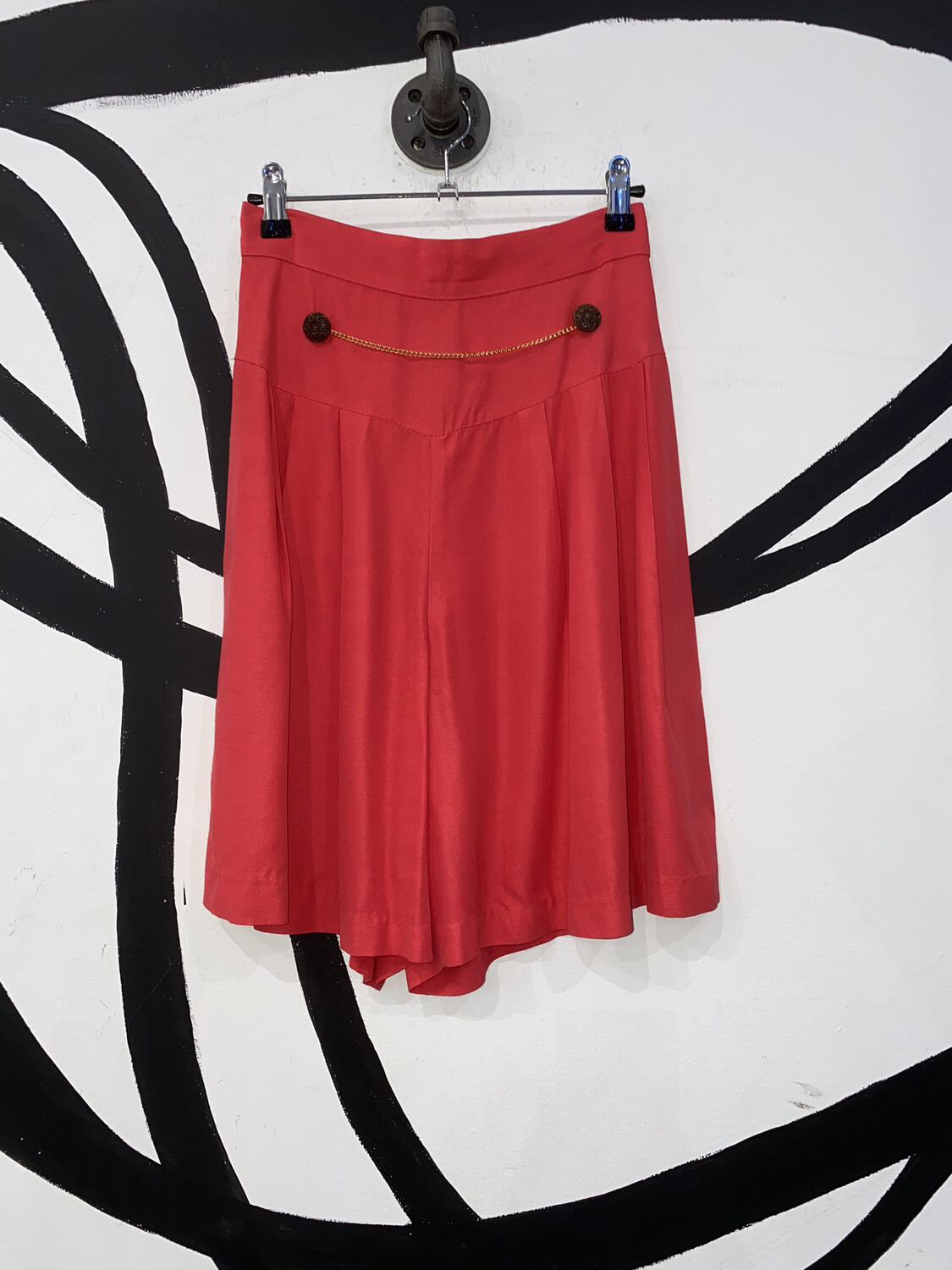 Pleated Chain Shorts Size M