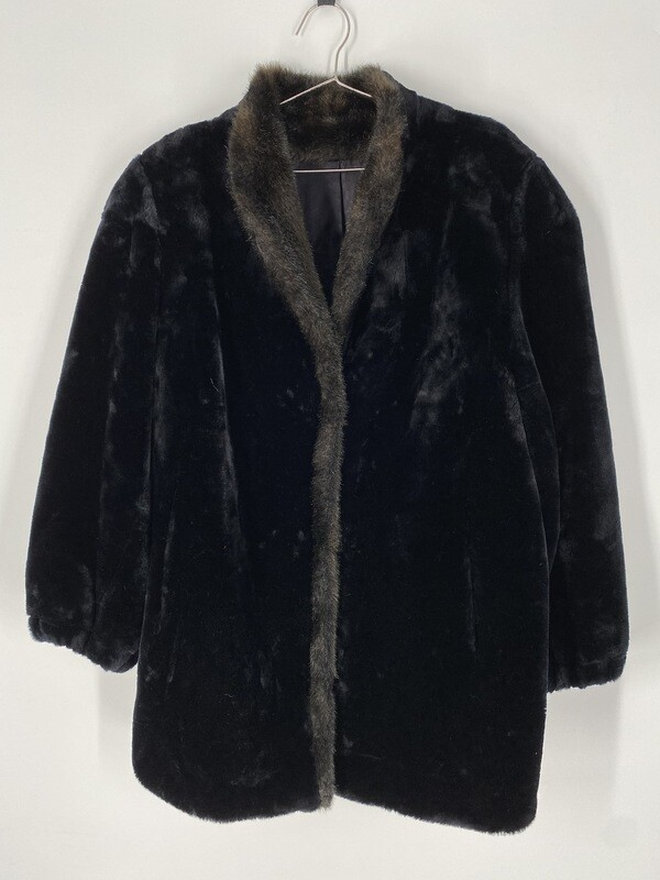 Style VI Black Faux Fur Coat Size L