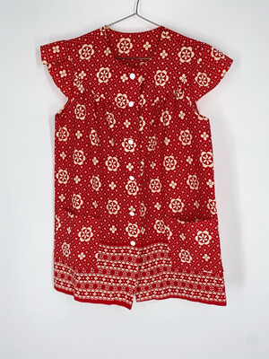 Red Sleeveless Button Up Top With Pockets Size L