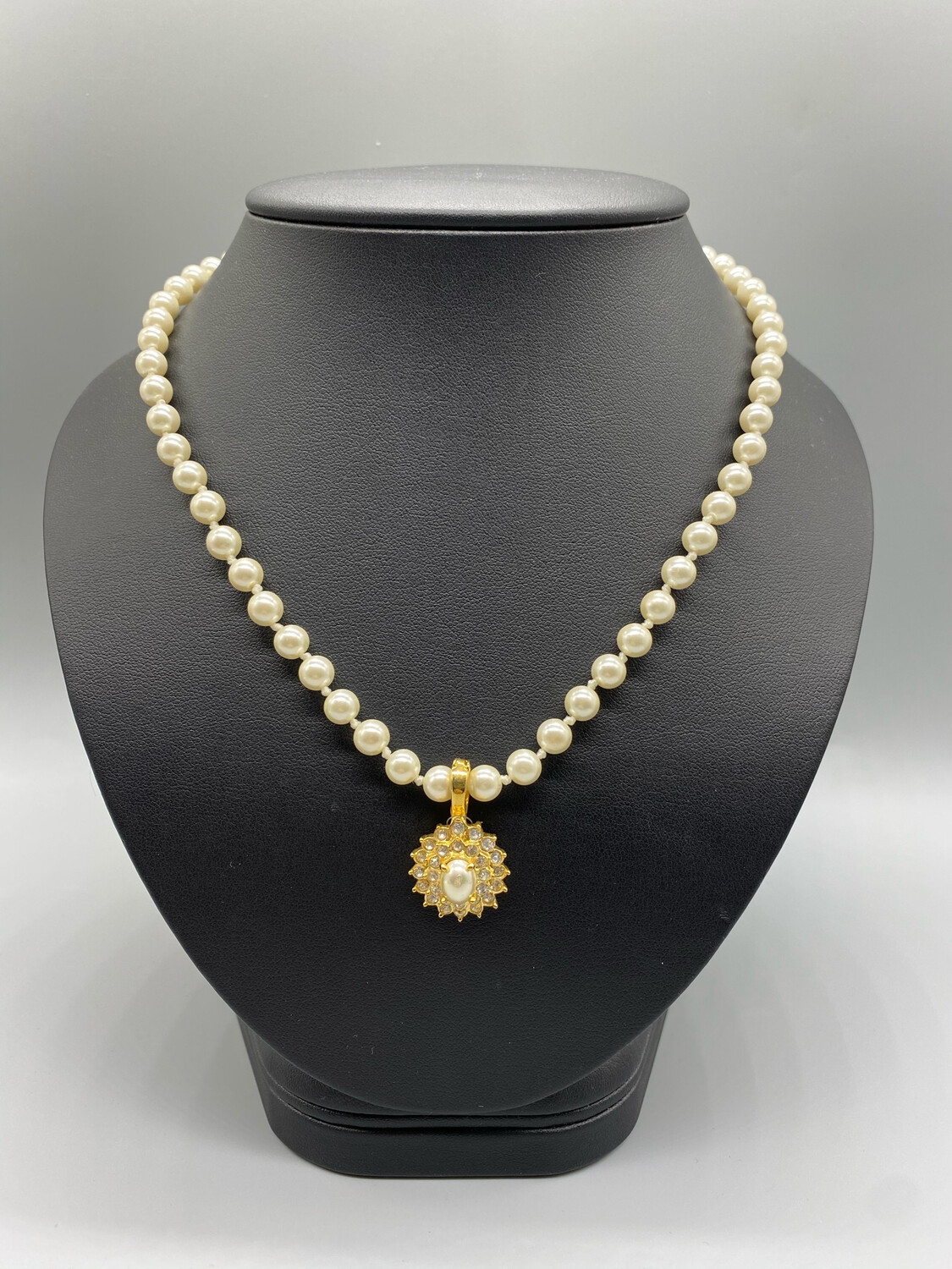 Vintage Pearl Necklace With Gold Pendant