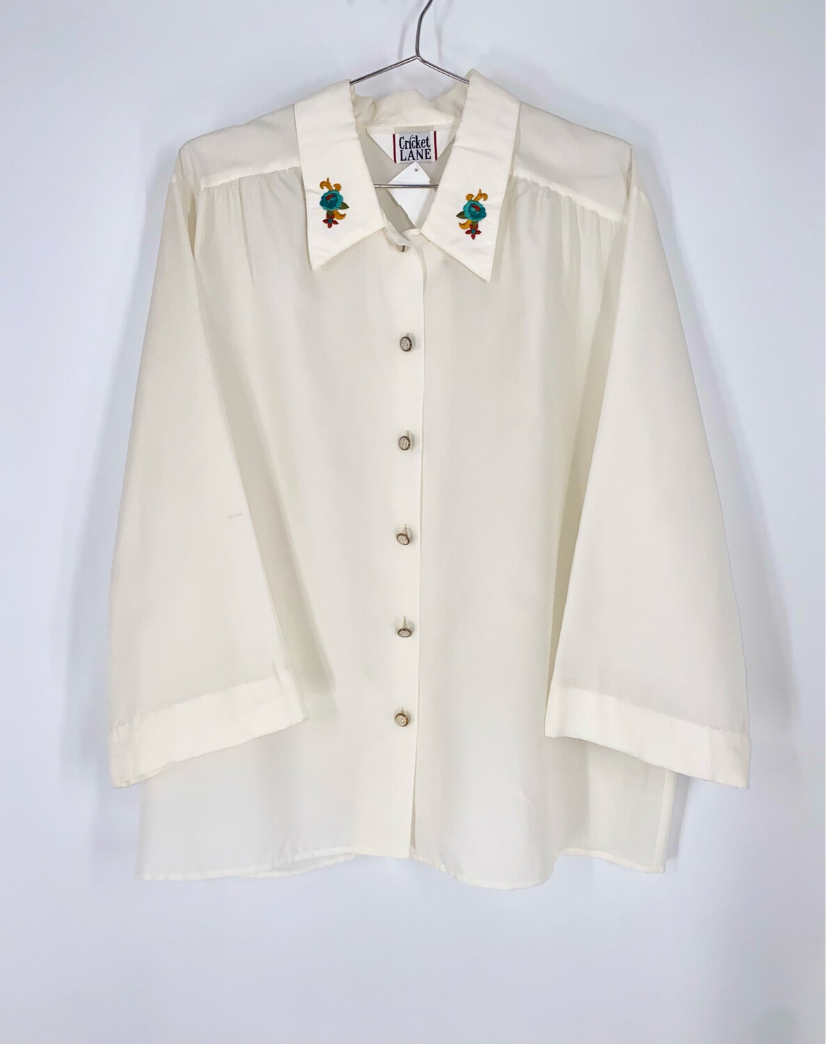 Cricket Lane Embroidered Collar Button Up Size M