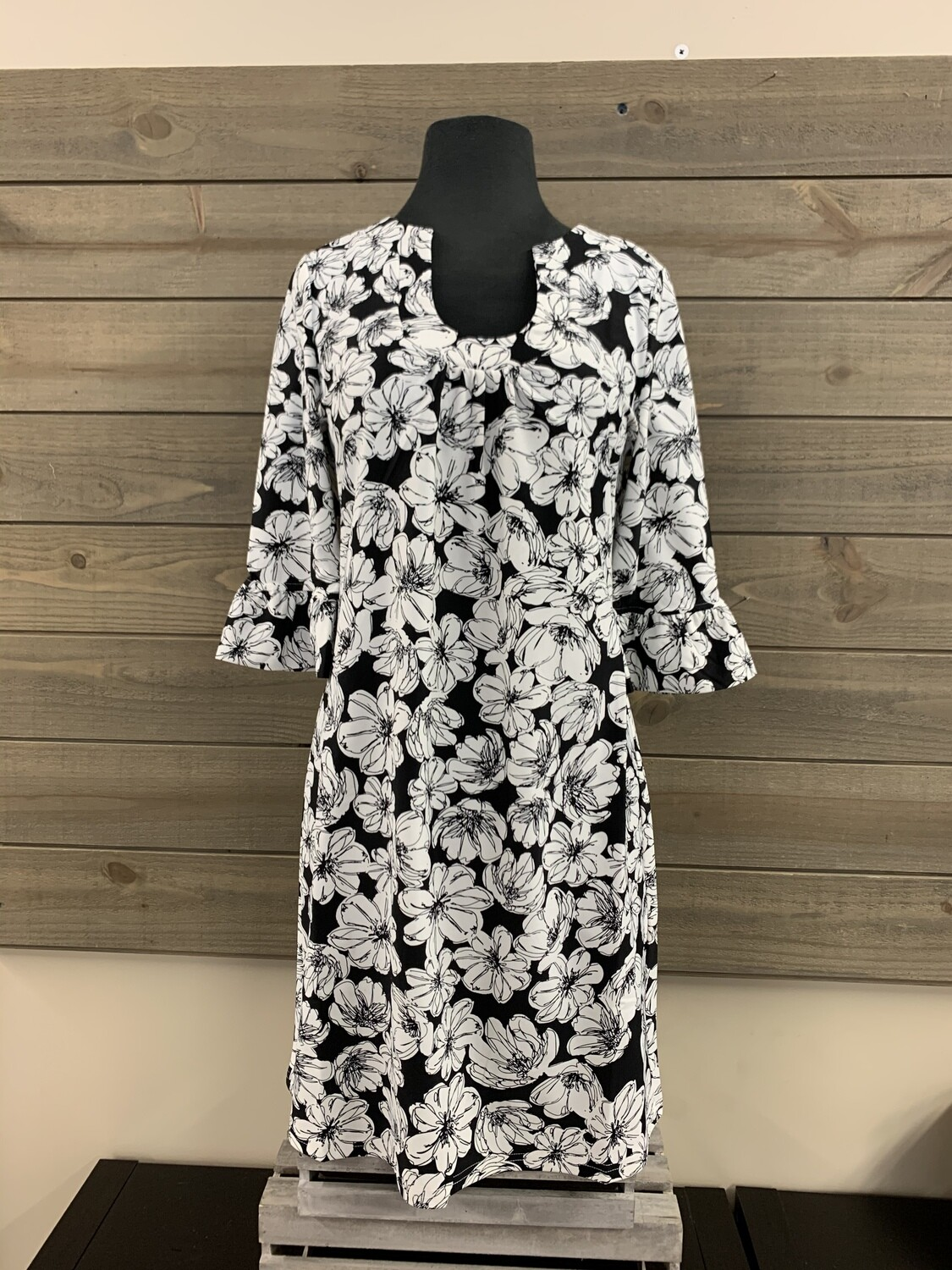 Black/white Floral Ruffle Slv Horseshoe Neck Dress