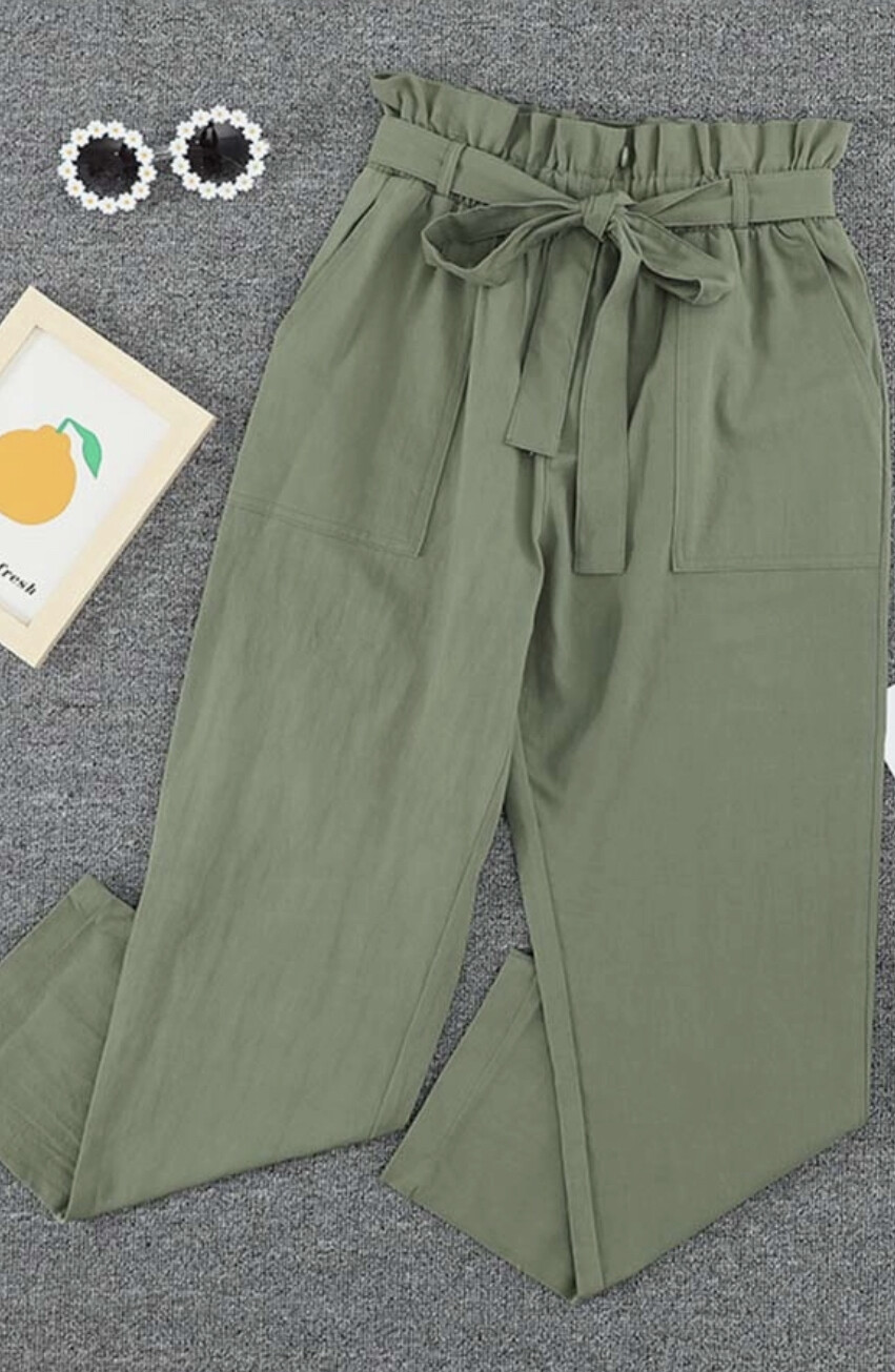 Ruffle Waist Tapered Cropped Pant