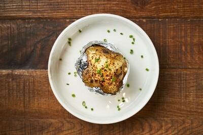 Мятый запеченный картофель в мундире с сыром пармезан