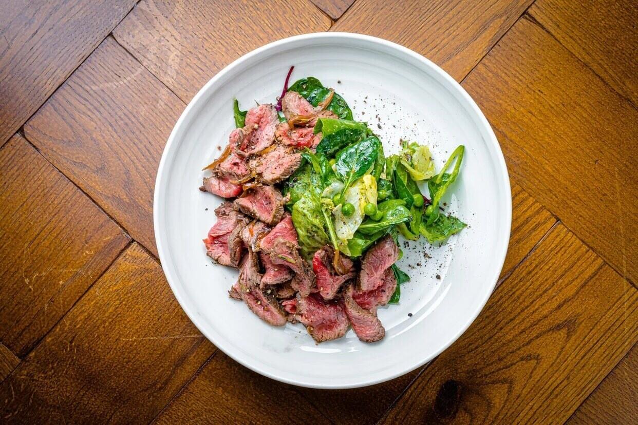 Ростбиф-салат с зелеными листьями, 230 гр