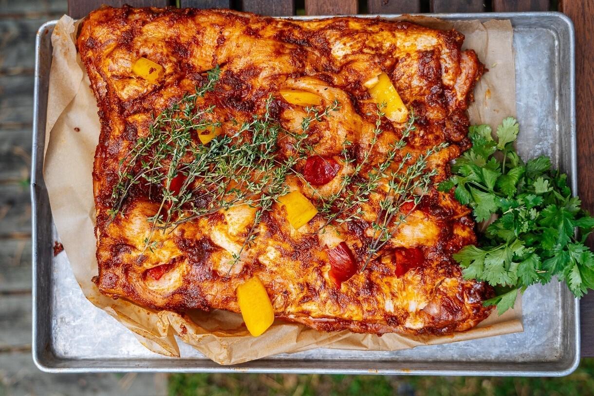Бок ягнёнка с овощами на огне и соусом ромеско — предзаказ за 48 часов