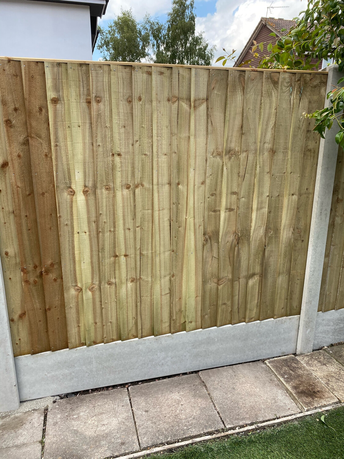 "9"" Concrete Gravel Board       8ft 6"" Concrete Slotted Post        5ft 6"" Close Board Panel.              2 X Bags Post Mix"