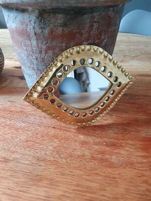 Petit miroir martelé en laiton doré